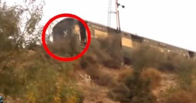 کیا آپ جانتے ہیں کہ ٹرین کے آخری ڈبے پر یہ نشان کیوں بنایا جاتا ہے ؟ جانیں وہ پراسرار راز جو آپ کو آج سے پہلے معلوم نہیں ہو گا