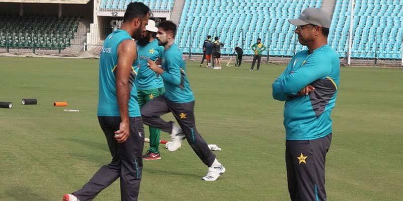 قومی ٹیم کے بولنگ کوچ وقار یونس پاکستان اور سری لنکا کے درمیان ون ڈے سیریز کے پہلے میچ کے دوران اسٹیڈیم میں موجود نہیں ہوں گے