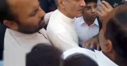 دھکم پیل پر سعد رفیق کو غصہ آ گیا،اہلکاروں اور وکلاء میں جھڑپ