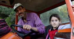 باپ نے اپنی بیٹی کو اسکول پہنچانے کیلئے قرض لیکر 4 کلومیٹر سڑک بنادی