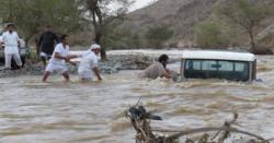 سعودی عرب میں موسلا دھار بارشوں اور سیلاب کے باعث 7 افراد ہلاک، 11 زخمی