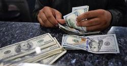 ڈالر کی قیمت 155 روپے 70 پیسے کی سطح تک آگئی، امریکی کرنسی کی قدر میں مزید کمی ہونے کا امکان