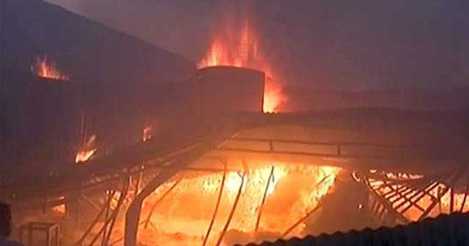 اتوار بازارمیں آتشزدگی، 250 سے زائد سٹالز جل کر راکھ