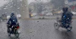 موسم سرما کی پہلی بارش برسنے کو تیار، کڑاکے کی سردیاں شروع ہونے والی ہیں