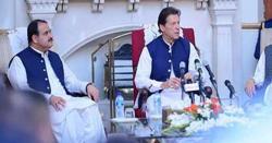 وزیراعظم عمران خان سے وزیر اعلیٰ پنجاب کی ملاقات، پنجاب کی سیاسی صورتحال پر تبادلہ خیال