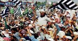آزادی مارچ کے شرکارء خوشی سے نہال، امام کعبہ نے انصار الاسلام کیلئےغلاف کعبہ کا تحفہ بھیج دیا