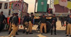 آزادی مارچ کے شرکا کی جانب سے پاکستان کی اہم ترین شاہراہ بند کر تے ہی بھاری نفری پہنچ گئی ، کیا ہونے والا ہے ، جانیں