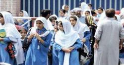 سموگ کے باعث حکومت نے سکولوں میں دو چھٹیوں کا اعلان کردیا