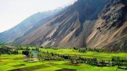 گلگت بلتستان (Gilgit Baltistan) پاکستان کا شمالی علاقہ ہے۔ تاریخی طور پر یہ تین ریاستوں پر مشتمل تھا یعنی