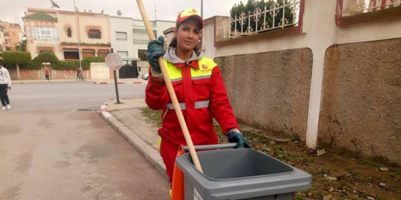 """مراکش کی سناء معطا """"خوبصورت خاتون خاکروب """" کا خطاب جیت گئی"""