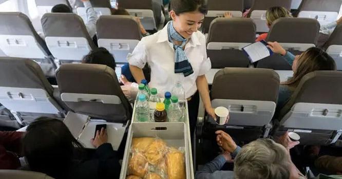 کھانے کاذائقہ طیارے میں کیوں بدل جاتاہے