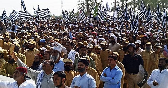 گلے شکوے اپنائیت کی علامت ہوتی ہے دشمنی کی نہیں، مولانا فضل الرحمان کے آزادی مارچ میں'' پاک فوج زندہ باد'' کے نعرے