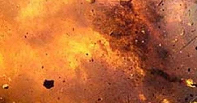 چوبرجی روڈ سمن آباد موڑ کے قریب رکشے میں دھماکہ