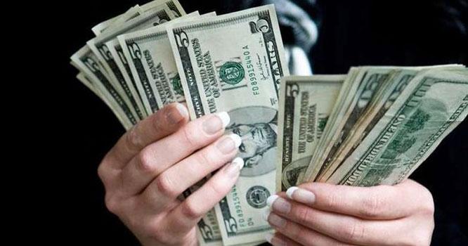 انٹر بینک میں ڈالر 7 پیسے سستا، سٹاک مارکیٹ میں 451 پوائنٹس اضافہ