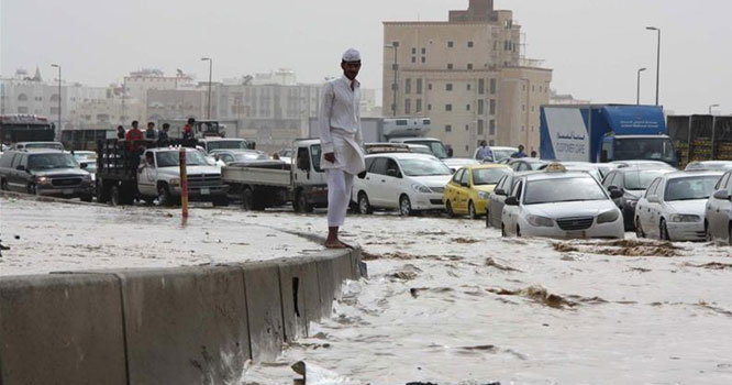سعودی عرب میں ایک بار طوفانی بارشوں سے نظامِ زندگی معطل ہو گیا
