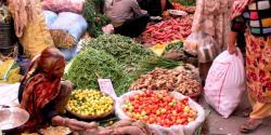 مہنگائی کا جن بوتل میں بند نہ ہو سکا ، ٹماٹر پھر 200روپے فی کلو تک فروخت