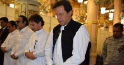 وزیراعظم عمران خان کی روضہ رسولﷺ پرحاضری، ملک و قوم کی سلامتی کیلئے دعائیں، نوافل بھی اداکیے