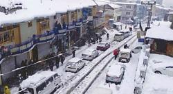 استور، بلتستان میں درجہ حرارت منفی 16تک گر گیا، لوگ گھروں میں قید ہوکر رہ گئے