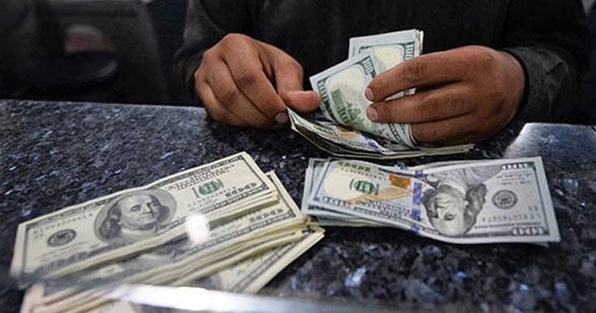 کاروباری ہفتے کے دوسرے روز اوپن مارکیٹ میں ڈالر کی قیمت میں 10 پیسے مزید کمی ہوگئی