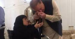 پورا خاندان سابق وزیر اعظم کے پاس موجود ، نواز شریف کی والدہ بھی لندن روانہ ، بڑی خبر