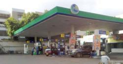 عالمی مارکیٹ میں تیل کی قیمتوں میں بے حد کمی، پاکستان میں پٹرول 20روپے سستا کرنے کا مطالبہ کردیا گیا
