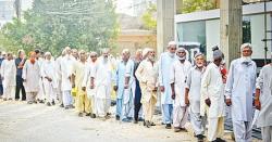 حکومت کا بزرگ پنشنرز کو اپریل میں 500 12  روپے دینے کا اعلان