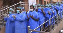 ملتان میں 26 ڈاکٹرز کورونا کیخلاف جنگ جیت کر کام پر واپس آئے تو ان کیساتھ کیا سلوک کیا گیا