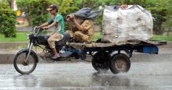 حکومت کی نااہلی،باران رحمت کو زحمت بنادیا، شہرقائد تالاب میں تبدیل ،متعدد افراد کی جانیں چلی گئیں