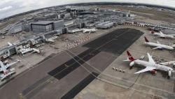 ہیتھرو ایئرپورٹ کے 2 رن ویز اکتوبر تک پروازوں کیلئے بند، ہوائی کمپنیوں کا اظہار تشویش