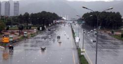 سخت گرمی میںسردیوںکے سے مزے ، کچھ ہی دیر پاکستان کے کن علاقوںمیںزبردست موسلا دھار بارشیںہونے والی ہیں، جانیں