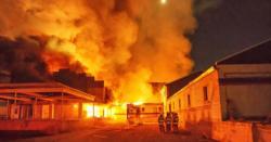 کراچی کے لانڈھی ایکسپورٹ پروسیسنگ زون میں قائم فیکٹری میں آگ لگ گئی