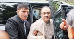 سابق صدر کی فرد جرم سے بچنے کی تمام تدبیریں ناکام نیب کی ٹیم فرد جرم کیلئے آصف زرداری کے گھر آمد