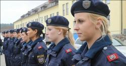 یورپی ملک میں خاتون پولیس اہلکارکوزیادتی سے بچانے والا مسلمان نوجوان ہیروبن گیا،اس کاتعلق کس ملک سے ہے ،جانیں