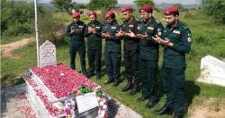 اٹک یومِ دفاع و شہداء کے موقع پر شہید ریسکیو اہلکار محمد عثمان کی قبر پر فاتحہ خوانی