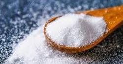 نمک ملانیم گرم پانی ناف میں لگانے سے کیا ہو گا؟ جانیں