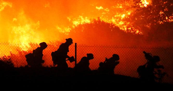 کیلیفورنیا کے جنگلات میں آتشزدگی سے کم ازکم 19 افراد ہلاک،32لاکھ ایکڑجل گئے