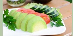 کھیروں اور ٹماٹروں کوملا کر کھانے سے اجتناب برتیں کیونکہ۔۔۔ ماہرین صحت نے خبردار کردیا