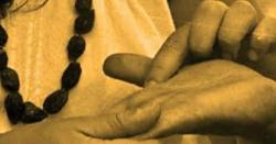 یہ کسی مُردے کا ہاتھ ہے ''دست شناس زندہ نوجوان کا ہاتھ دیکھ کر بُری طرح چونکا اور پھروہ واقعہ رونما ہوگیا