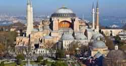 آیا صوفیہ کی عمارت کا مرکزی دروازہ جس لکڑی سے بنا ہے وہ کہاں سے  آئی ؟