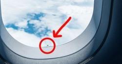 کیا آپ کو معلوم ہے کہ جہاز کی کھڑکی میں یہ سوراخ نما حصہ کیوں بنایا جاتا ہے؟