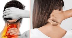 اگر آپ کی بھی گردن اکڑ گئی ہے تو اس کو صرف 60 سیکنڈز میں صحیح کریں اور پائیں مکمل ریلیف۔۔