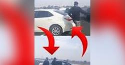 میرا چالان کیوں کاٹا ؟ رکن اسمبلی نے چلتی موٹر وے پر گاڑی روک کر قانون کی دھجیاں اڑا دیں ! ایسی ویڈیو سامنے آگئی