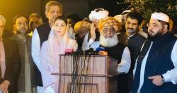 پی ڈی ایم کا سربراہی اجلاس ،نواز شریف نے استعفے مولانا فضل الرحمان  کے پاس جمع کرانے کی تجویز پیش کر دی