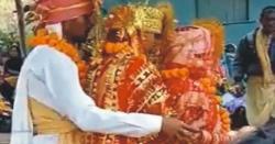 بھارت میں ایک 24سالہ نوجوان  کا بیک وقت دو لڑکیوںسے شادی کا فیصلہ