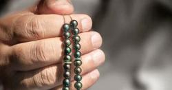اگر آپ کی جیب یا ہاتھ میں پیسہ نہیں ٹکتا تو اللہ پاک کا یہ نام پڑھ لیں !