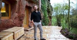 35 کروڑ روپے لگا دئیے ۔۔۔ 700 سال پرانی غار کو گھر میں تبدیل کرنے والے شخص کی انوکھی کہانی