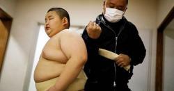 ،ایک دن میں کتنے لٹردودھ پی جاتاہے اپنے ہم عمر لڑکوں کو شکست دینے کی وجہ سے شہرت حاصل کرنیوالے سومو ریسلر کا وزن کتنا ہے؟
