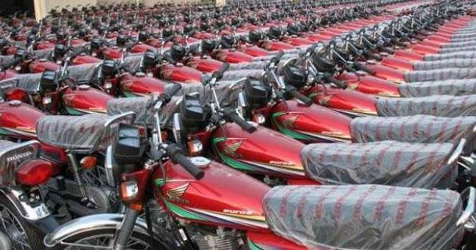 عوام کی سواری موٹر سائیکل کی قیمتوںکو گیئر لگ گئے ، اچانک کتنے ہزار کی تبدیلی کر دی گئی ؟جانیں