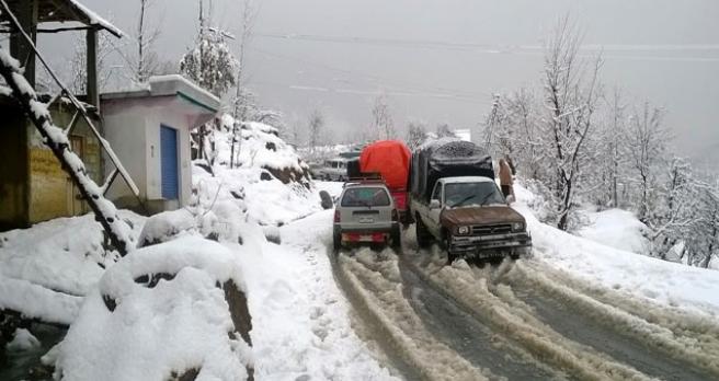 ایبٹ آباد سے ڈونگا گلی کا سفر، بر ف باری اور چائے کے شوقین