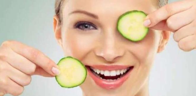 قدرتی چیزوں کا استعمال آپکے چہرے کو بنائے خوبصورت - مساج